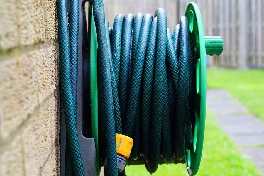How to Choose the Right yard hose 2020 guide and tips