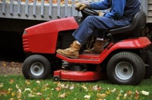 fall Mowing lawn - When should you stop watering your lawn in the fall?
